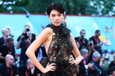 Dàn mỹ nhân khoe vẻ gợi cảm với váy xuyên thấu ở LHP Venice 2019