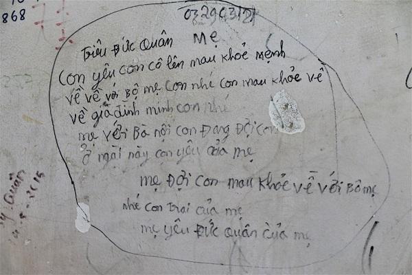 Câu chuyện phía sau những bức tường loang lổ ở bệnh viện E