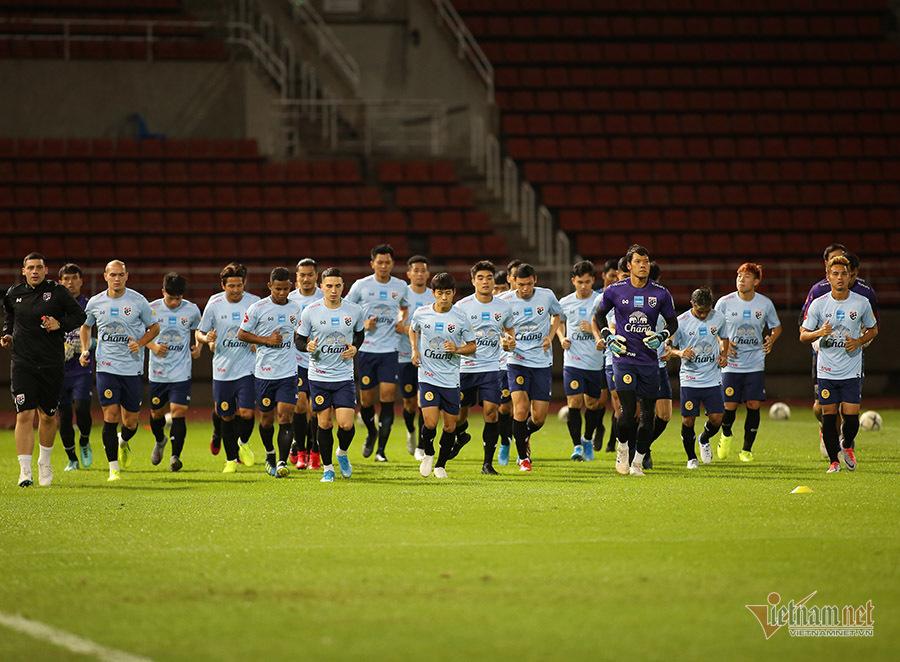 Người Thái cúng sân cầu may trước trận gặp tuyển Việt Nam
