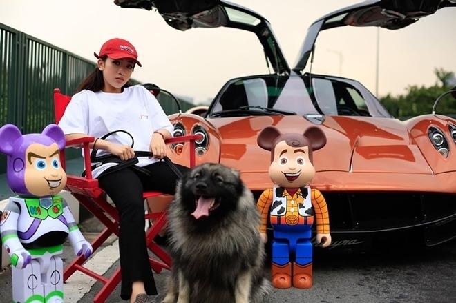Con gái Minh nhựa chơi siêu xe không kém gì bố