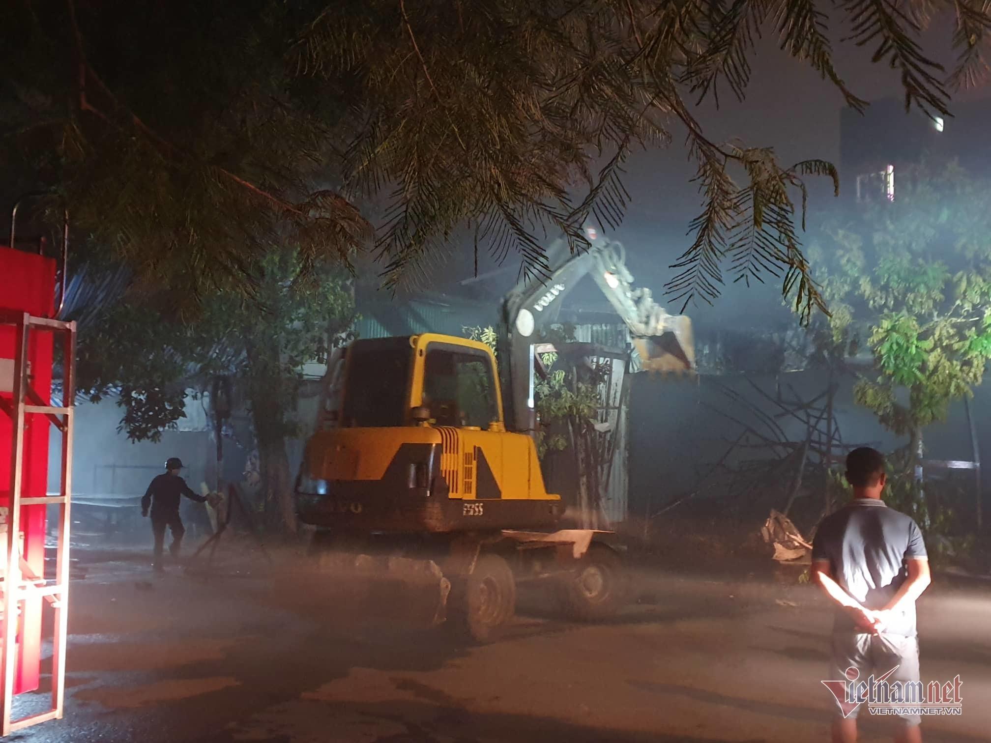 Xưởng đồ chơi ở Hà Nội cháy rừng rực trong ngày nghỉ lễ 2/9