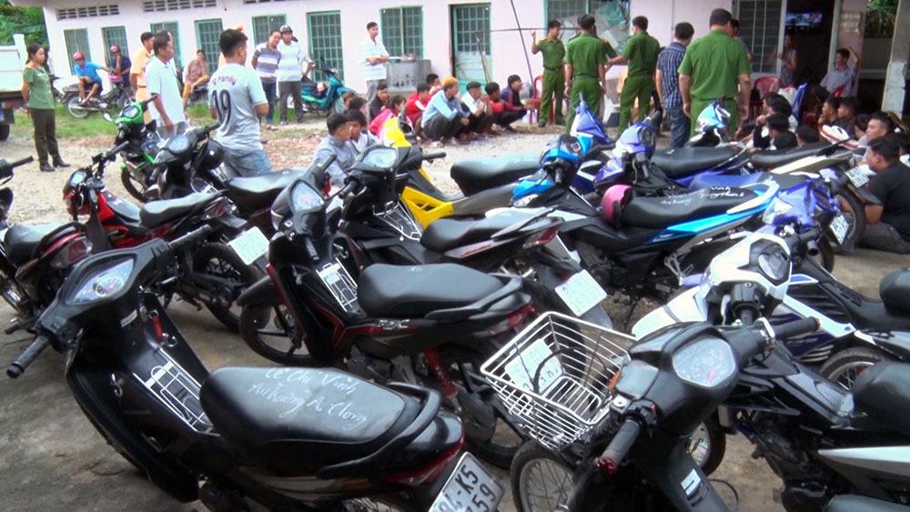 4 cô gái ở Vĩnh Long đi đua xe ngày lễ 2/9 bị đưa về đồn công an