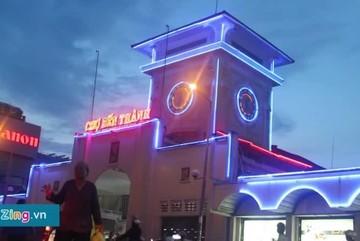 15 phút biến phố thành chợ đêm nhộn nhịp ở Bến Thành
