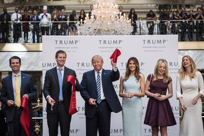 Khách sạn 200 triệu USD gây tranh cãi của Tổng thống Trump có gì?