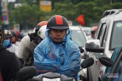 Chôn chân hàng giờ trên đường Sài Gòn ngày đầu đi làm sau nghỉ lễ