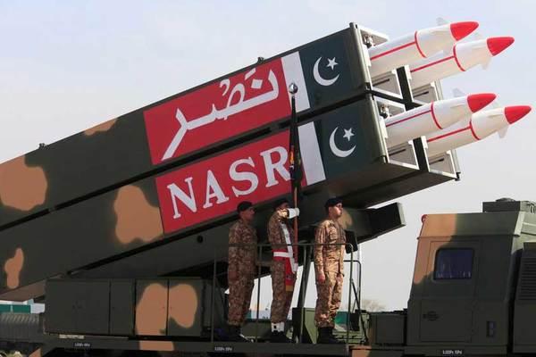 Bộ trưởng Pakistan dọa dùng bom hạt nhân 'tí hon' đánh Ấn Độ
