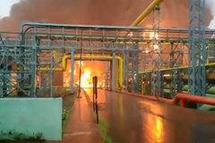 Nhà máy lọc dầu Ấn Độ cháy bùng bùng, nhiều người thương vong