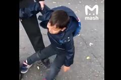 """Clip cậu bé Nga cầu cứu vì không muốn đi học """"gây bão"""""""