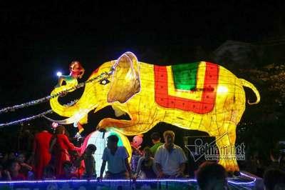 60 mô hình đèn Trung thu khổng lồ xuất hiện trong Đêm hội Thành Tuyên