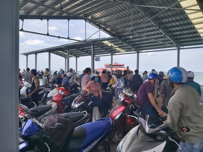 Boat services to Phu Quoc suspended due to strong winds