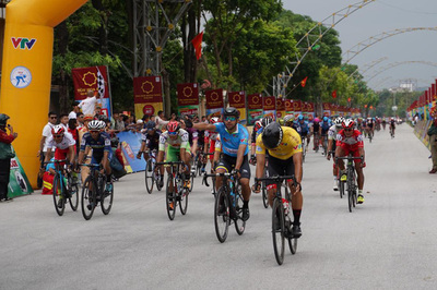 Chặng 3 giải xe đạp VTV Cup 2019: Parra Jordan xé Áo vàng