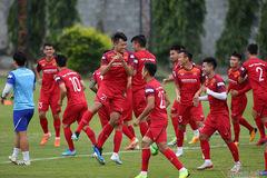 Tuyển Việt Nam sảng khoái trên sân tập chờ đấu Thái Lan