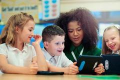 Lương khởi điểm của giáo viên ở Anh sẽ tăng lên 850 triệu đồng