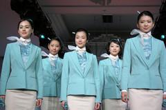 Phụ nữ Hàn đua nhau phẫu thuật thẩm mỹ để làm tiếp viên hàng không