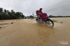 Áp thấp ngược ra biển, miền Trung vẫn mưa to 2 ngày tới