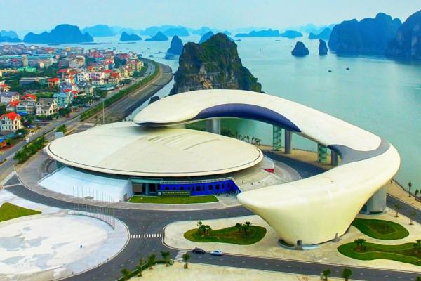 'Cung cá heo' vờn sóng - điểm du lịch mới hấp dẫn ở Quảng Ninh