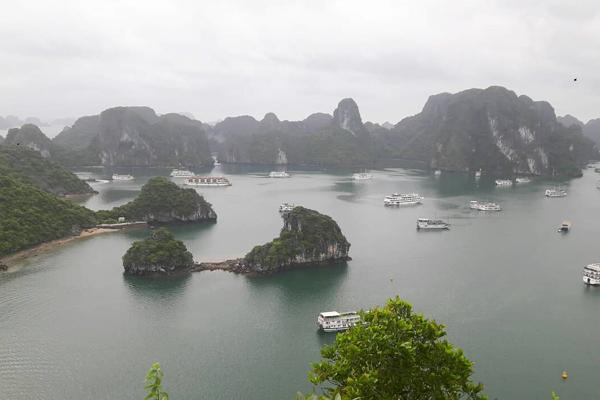 Quảng Ninh 'nói không' với sản phẩm nhựa, túi ni lông trên vịnh Hạ Long