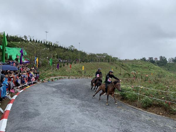 Vó ngựa trên mây lần thứ 2: Những khoảnh khắc Tây Bắc say mê