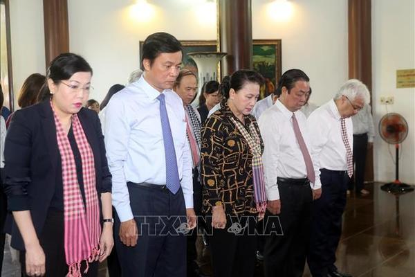 Chủ tịch QH dâng hương tại Khu Di tích cụ Phó bảng Nguyễn Sinh Sắc