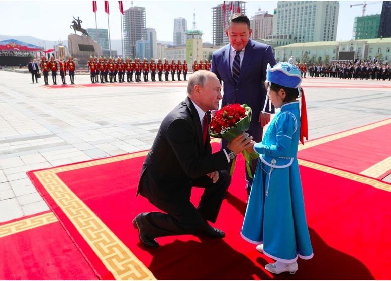 Binh sĩ thời Thành Cát Tư Hãn nghênh đón Putin