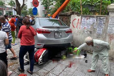 Nữ tài xế ở Huế nhầm chân ga khi lùi xe, tông gục 2 người đi bộ