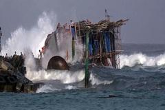 Tàu câu mực Quảng Nam chìm ở Trường Sa, 3 ngư dân mất tích