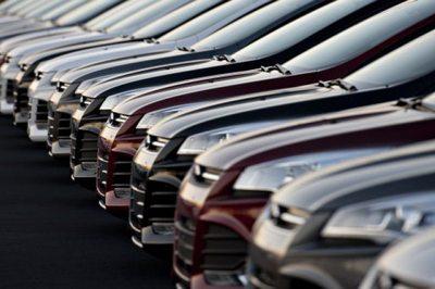 Ô tô tồn kho cực nhiều, đại hạ giá xế hộp từ nay đến Tết