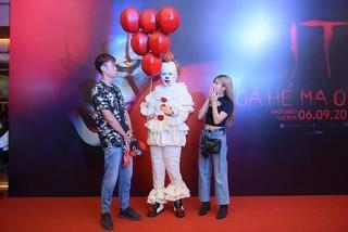 Dàn sao Việt đình đám quy tụ trong bữa tiệc kinh dị của 'Gã hề ma quái'