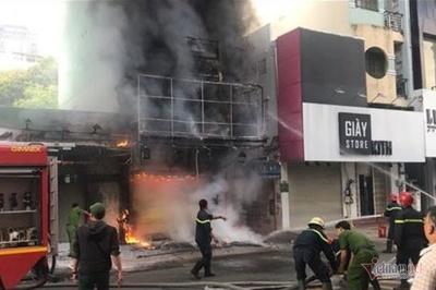 Cháy nghi ngút nhà 4 tầng giữa phố thời trang sầm uất bậc nhất Sài Gòn