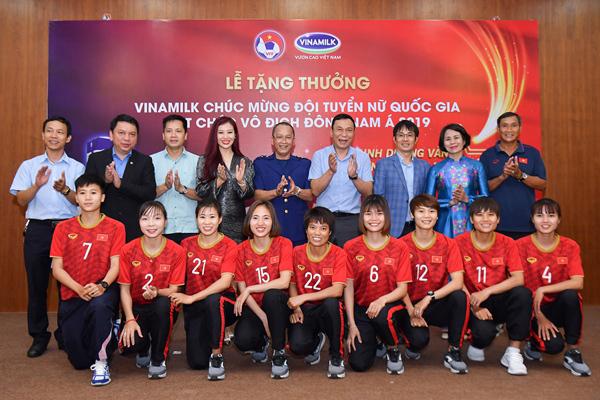 Vinamilk trao thưởng 1 tỷ đồng cho đội tuyển bóng đá nữ Việt Nam