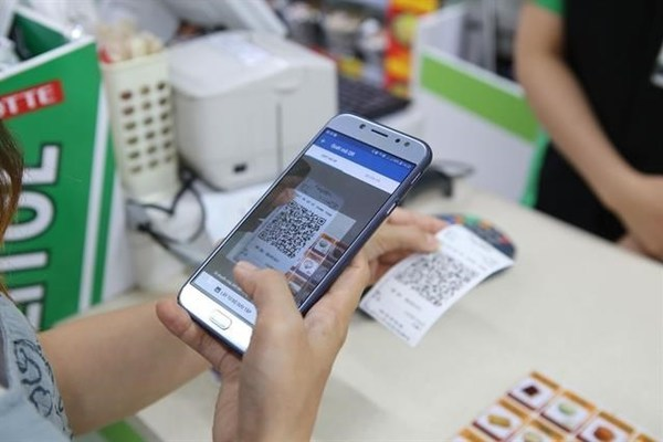 Schools, hospitals in Vietnam to go cashless by December