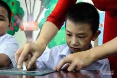 """""""Nước mắt nhạt nhòa"""" trong buổi học đầu tiên của học sinh Đà Nẵng"""