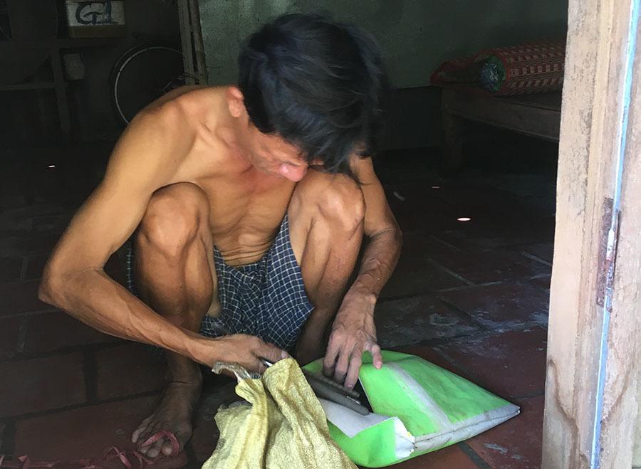 Người mẹ nghèo Tiền Giang nuôi 6 con câm điếc, mù lòa