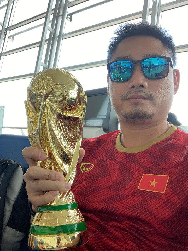 CĐV Việt Nam đổ bộ sang Thái, tuyên bố Việt Nam thắng 2-1