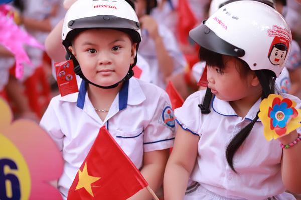 Gần 2 triệu mũ bảo hiểm tặng học sinh lớp 1 trên toàn quốc
