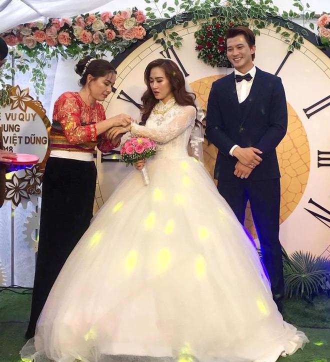 Siêu mẫu Hà Việt Dũng hạnh phúc đón con gái đầu lòng