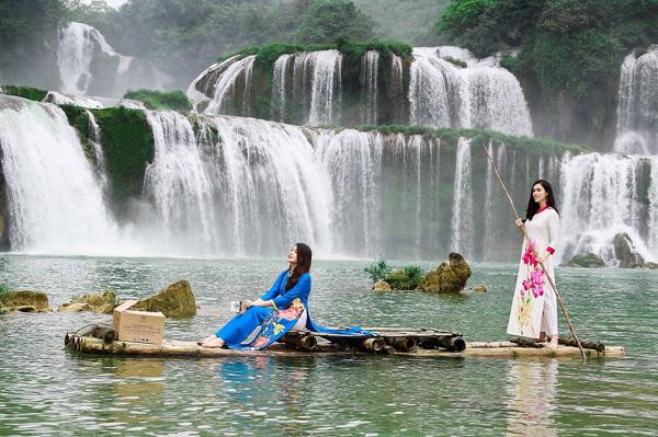 Lệ Hằng, Hoàng My, Trương Thị May e ấp áo dài bên Thác Bản Giốc