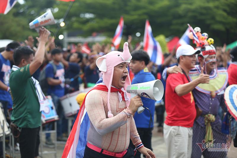 Bóng hồng Thái Lan khoe sắc chờ đại chiến tuyển Việt Nam