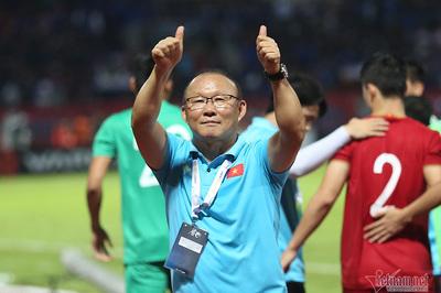 Thầy Park có hành động cực bất ngờ với CĐV Việt Nam