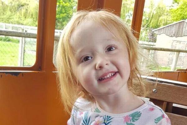Bé gái 3 tuổi tử vong trên tay mẹ vì nhầm tưởng ung thư là táo bón