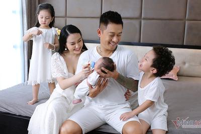 Khoảnh khắc ngọt ngào của Tuấn Hưng bên vợ và 3 con