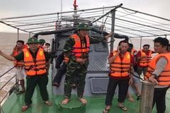 4 ngư dân Nghệ An trôi dạt 25 giờ trên biển được cứu