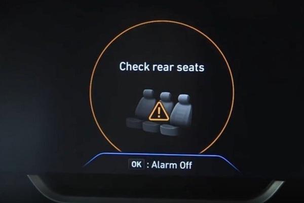 Các hãng xe đồng loạt trang bị cảnh báo bỏ quên trẻ em