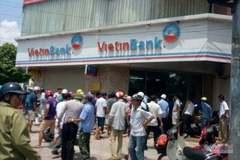 Phút bảo vệ khống chế tên cướp ngân hàng VietinBank ở Hà Nội