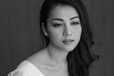 Thái Nhiên Phương khoe vai trần nõn nà với ảnh đen trắng