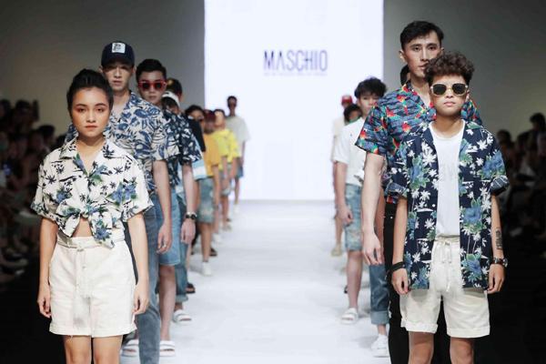 Chị em sinh đôi 'khuấy đảo' sàn Runway tại Vietnam Junior Fashion Week