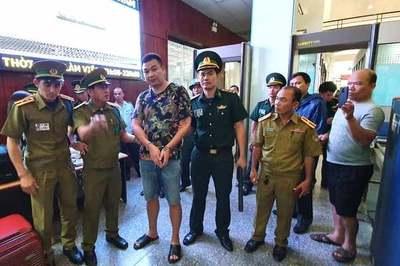 Bắt tội phạm người Trung Quốc bị truy nã khi chuẩn bị qua Lào