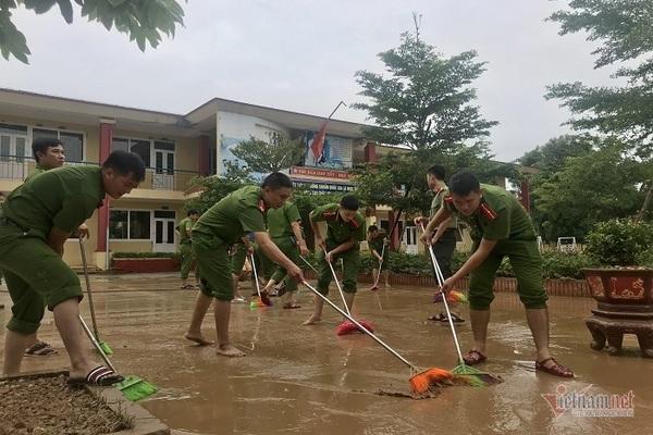 Vùng lũ chuẩn bị đón khai giảng muộn