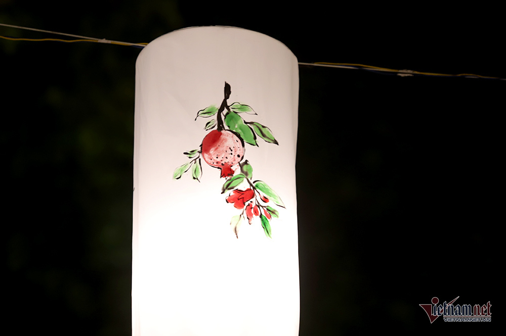 Phố đèn lồng đẹp hơn phố Hàng Mã, hotgirl chen chân chụp ảnh