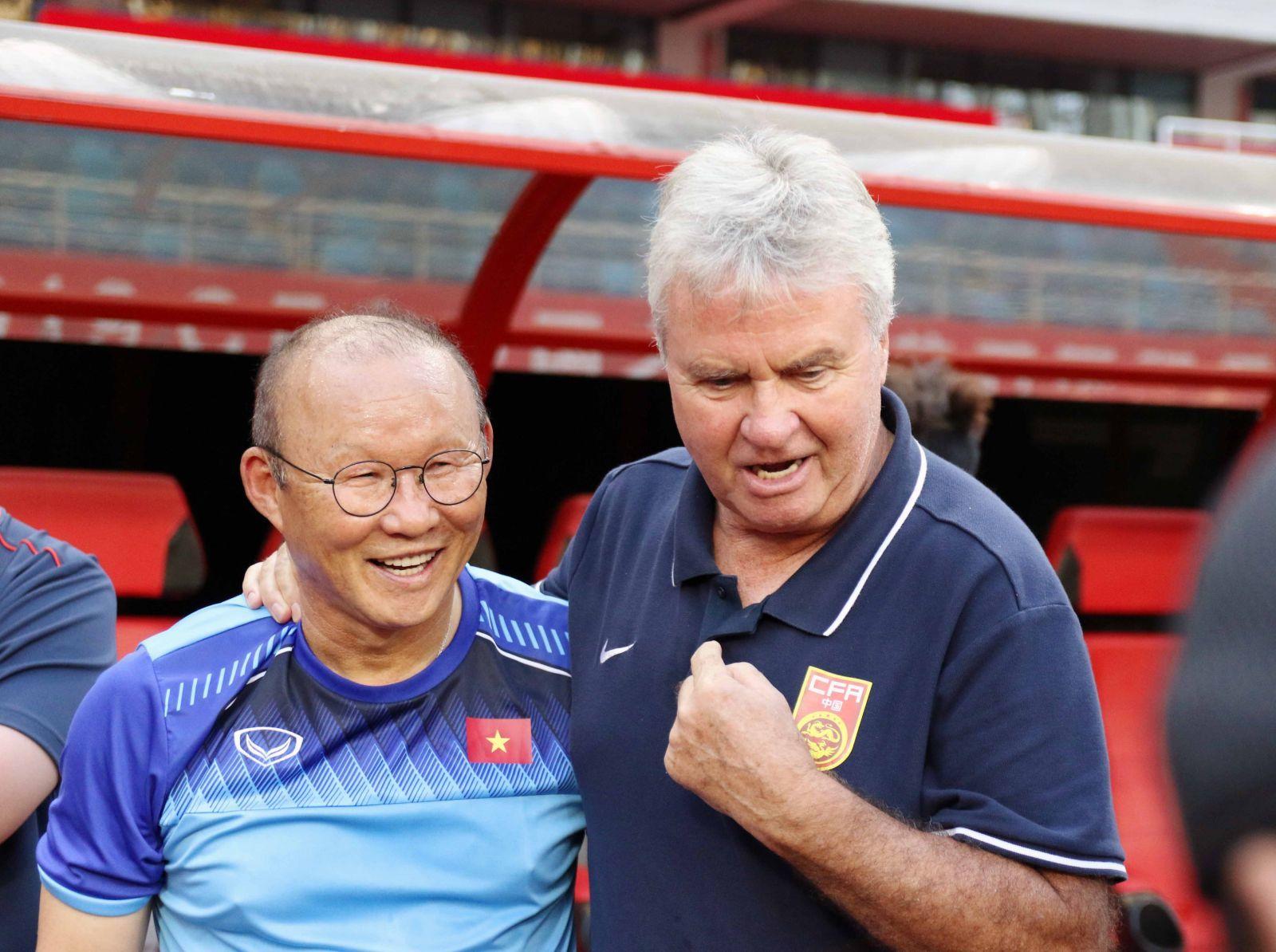 U22 Việt Nam vs U22 Trung Quốc: 'Phù thuỷ' Guus Hiddink gửi chiến thư